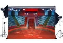 Sahne ışıkları kırmızı halı zemin Bokeh parlayan ışıkları sirk gösterisi pırıltı yıldız İç tiyatro arka plan