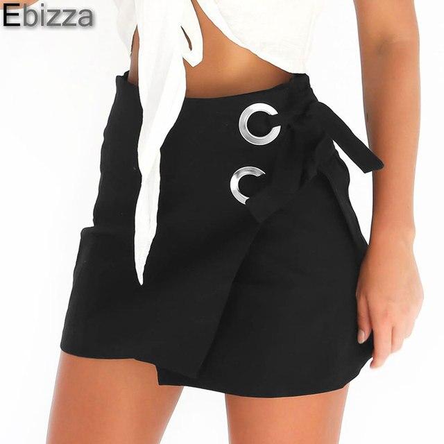 Короткая юбка сзади на женщине