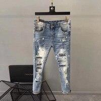 Модные Для мужчин джинсы 2019 взлетно посадочной полосы роскошь известный бренд Европейский дизайн вечерние стиль Мужская одежда WD03144