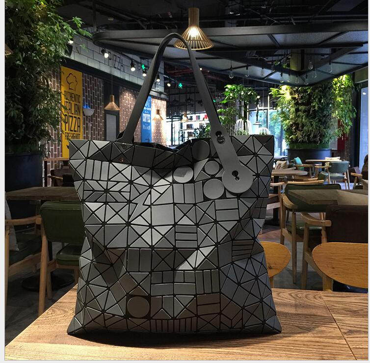 2017 women-bag Famous Logo Bag Women Geometry Totes