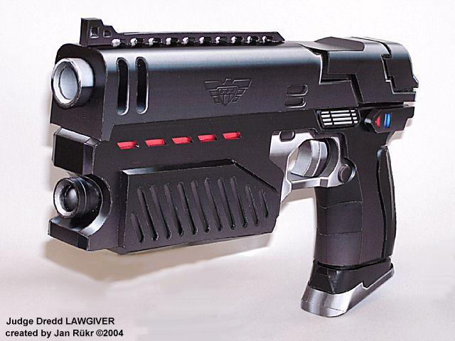 3D Papar Model Judge Dredd Pistol Scale 1 : 1 Firearms Handmade DIY Gun Toy For Cosplay