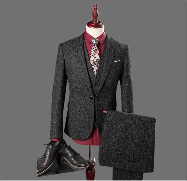 2016 Venda Quente Homens Ternos Cinza Escuro 3 Peças Custom Made Padrinhos Do Noivo Smoking Melhor Homem Ternos de Casamento (jaqueta + Calça + Colete)