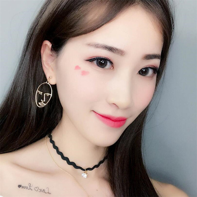 Punk Human Face Drop Earrings For Women Retro Abstract Hollow out Statement Hand Metal Fashion Dangle Jewelry 1