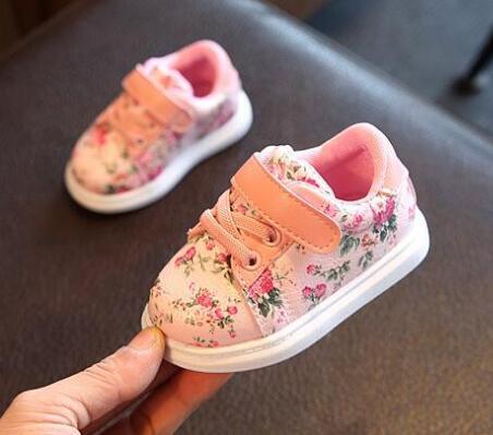 Zapatos de bebé lindos para las niñas suave, mocasines zapatos rosa flor, niño recién nacido primeros caminantes.