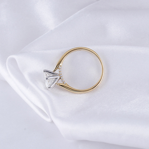 Image 3 - Transgems 14K 585 Two Tone Oro Moissanite Anello di Fidanzamento per Le Donne Centro 2ct 8 millimetri F Colore Moissanite Oro anello con Accento