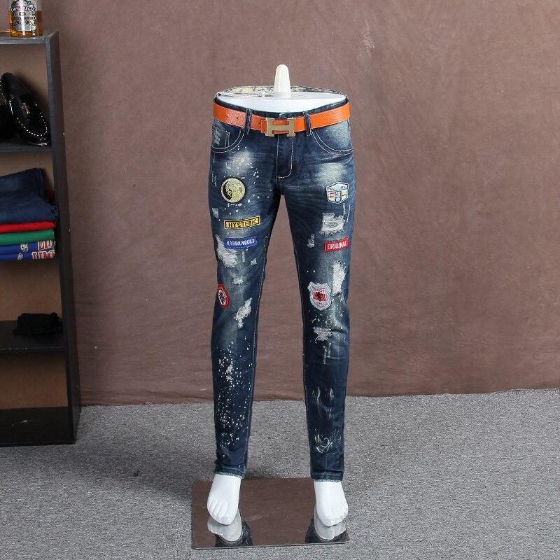3dee96a3a8e Англия ветер моды вышитые стандартный знак вышивка джинсы мужские Тонкий  прямой мужские брюки молодежные джинсы отверстие брюки мужчины do23 купить  на