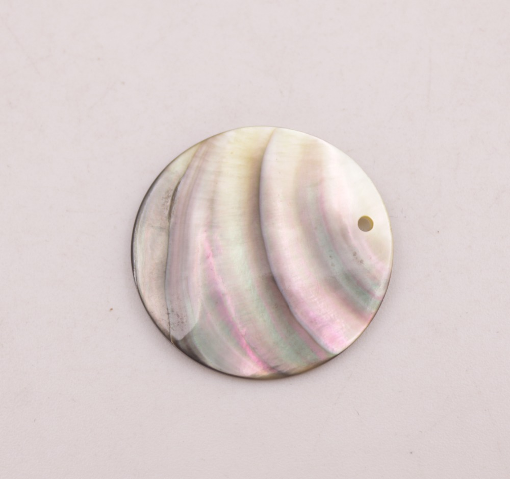 Купить с кэшбэком 5 PCS 30mm Coin Natural Gray Black Rainbow Shell Top Drilled For Pendant Making