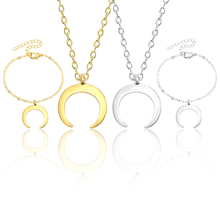 Fashion Simple Moon Necklace Ladies Clavicle Chain Green Alloy Crescent Pendant Creative Personality Girls Christmas Jewelry