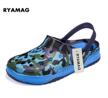 2017 man's Shoe Camouflage Breathable Slippers Beach Sandals for man eva Clogs Air Mesh Hollow Mules Flat croc slippers summer