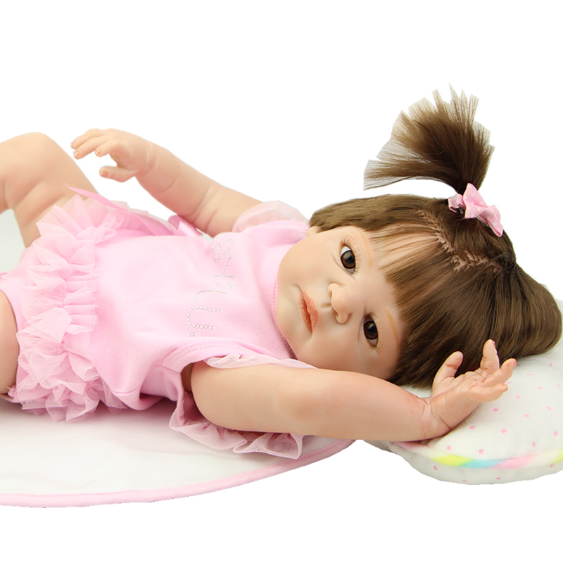 цены Brown Eyes 23 Inch Lifelike Newborn Girl Baby Dolls Realistic Reborn Babies That Look Real Kids Birthday Xmas Gift