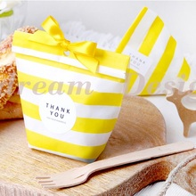 18*13cm 50pcs light yellow  tripe paper bag for party wedding Birthday candy sweet Favor Goodie Bags