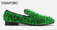 Fashion Gold Green Spiked Loafers Shoes Men Round Toe Bling Sequins Banque Wedding Shoes Male Slip On Rivets Men Shoes Leather цена в Москве и Питере