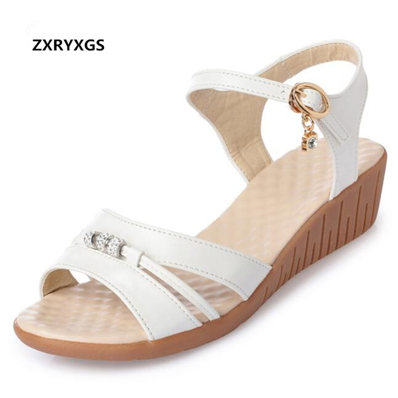 2019 New Summer Women Sandals Flat Non slip Wear Resistant Wedges Sandals Rhinestone Real Leather Sandals