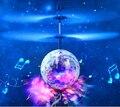 2016 New volar Sensor de bola helicóptero con música Flash de colores Disco de juguete de Control remoto