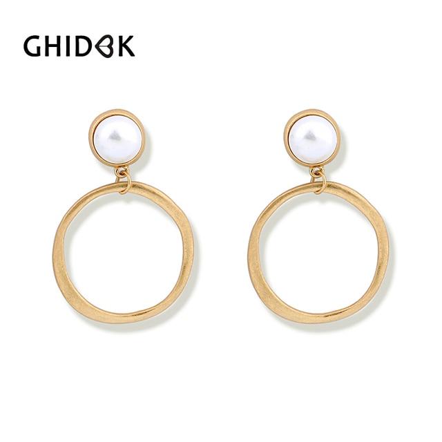 GHIDBK Vintage Matte Gold Tone Pearl Hoop Earrings For Women Simple Round  Pearl Earrings Hoops 80s Jewelry Baroque Chic Earrings a09d53a3965b