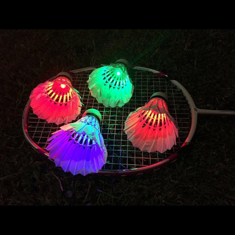 Новые 4 шт. птички Освещение Темная ночь Красочный светодиодное Бадминтон Воланы Спорт Воланы 4 цвета