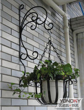 The balcony hanging basket and nocquet iron flower pot rack hanging basket with triangle bracket