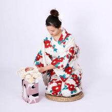 b85c127ef9 Tradizionale Giapponese kimono accappatoio delle donne di autunno e di  inverno addensato materiale kimono edizione formale .