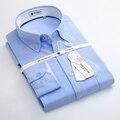 Primavera 2017 de Los Hombres Sólidos Camisas Oxford de Algodón Confort Suave Casual Botón de Manga Larga Slim-ajuste de Color Azul Claro Cuello Camisa De Vestir