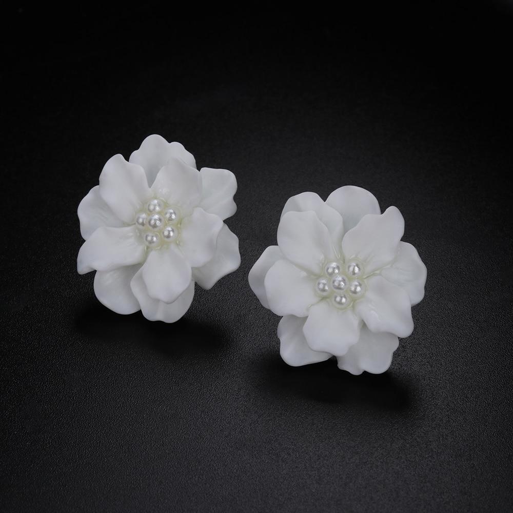 1 Pair Bohemian Big White Flower Camellia Simulated Pearl Stud Earrings Fashion Inlay Beads Women Girl Elegant Jewelry