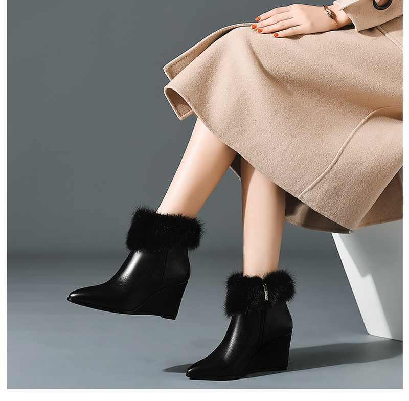 Yeni güzel kadın yüksek topuklu bot kürk