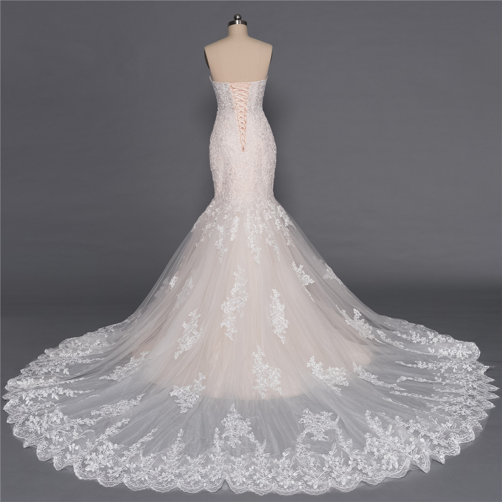 Champagne Sweetheart Sleeveless Appliques Lace Mermaid Wedding Dress