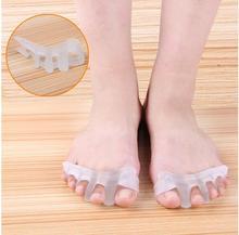 2017 New 1 Pair Silicone Feet Care Tool Separator Overlapping Toes pedicure Rehabilitation Treatment Hallux Valgus Braces diagno