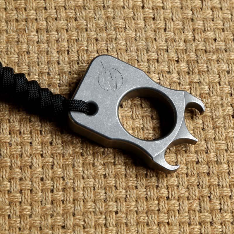 купить TC4 Titanium Punch Daggers Outdoor Buckle Survival EDC Knuck Knuckles Multi Tools Opener по цене 2120.16 рублей