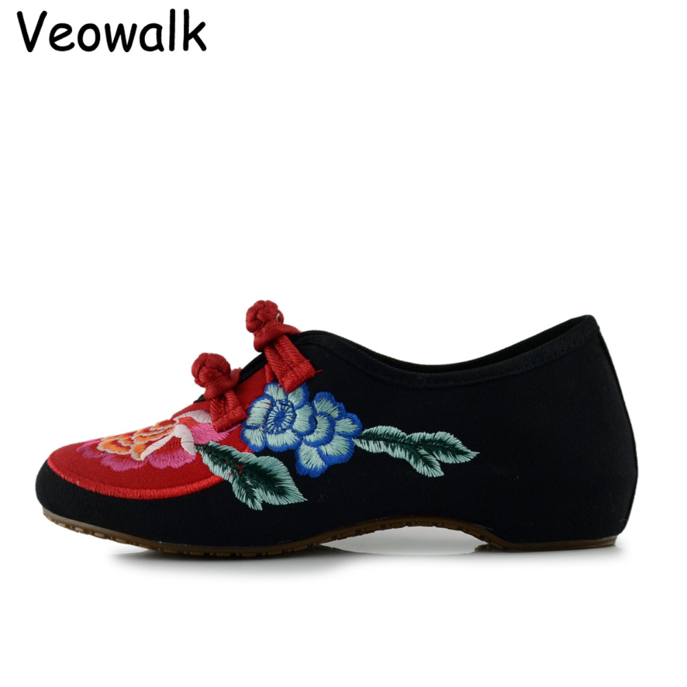 Veowalk New Fashion Women's Flat Heel Shoes Ladies Old Peking Big Flower Embroidery Soft Sole Casual Shoes Dancing Cotton Shoes 2016 hot sale women s shoes old peking denim shoes flat heel with embroidery soft sole casual shoes dancing shoes size 34 41