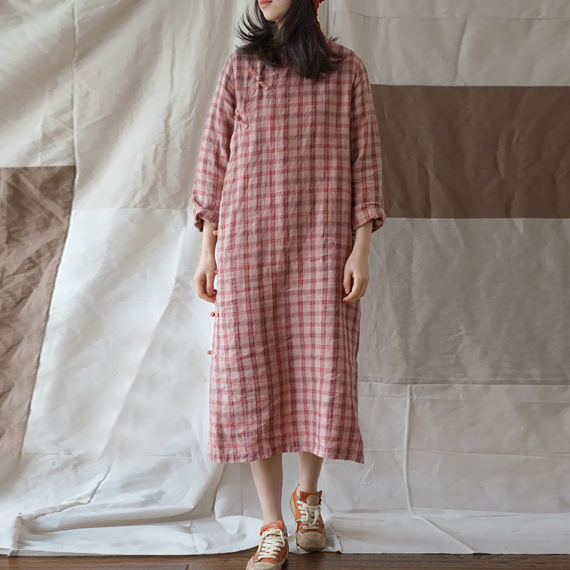 Kadın Giyim'ten Elbiseler'de Johnature Keten Ekose Elbise Vintage Standı Uzun Kollu Kadın Orijinal Cheongsam 2019 Bahar Yeni Yüksek Kaliteli Gevşek Düğme Elbise'da  Grup 1