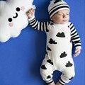 2017 Осенью ребенок мальчик девочка одежда unisex белые Облака хлопка с длинными рукавами ребенка ползунки + шляпа комбинезон новорожденного ребенка комплект одежды