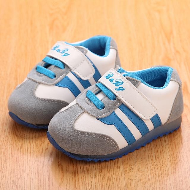 Bebê PU mocassins de couro primeira Walker Sapatos Infantil Patchwork crianças Sapatos de marca do bebê luzes Led para Sapatos de sola TX52