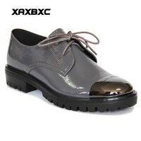 XAXBXC Estilo Retro Britânico de Couro Brogues Oxfords Planas Mulheres Sapatos Carta Rendas Até Dedo Do Pé Redondo de Metal Handmade Sapatos Casuais Senhora