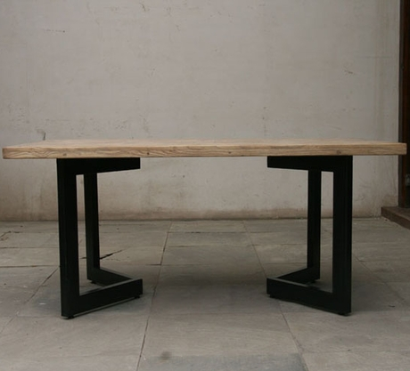 loft american country to do the old wooden table wrought iron coffee