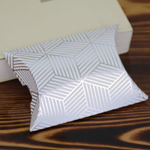 Dabonas 50pcs/lot Mini Gold Stamping Pillow Box Cheap Price Jewelry Packaging Box Party Favors High end Pillow Boxes for Gifts