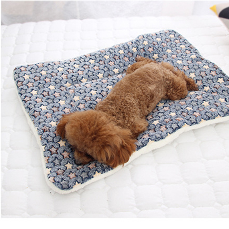Super Soft Pet Beds Flannel Made of Velvet and PP Cotton for Comfortable Sleep of Puppy and Kitten