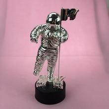 2013 VMA Awards, MTV трофейные награды, MTV награда с человеком на Луне, металлические VMA Awards