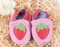 2016 bebé de cuero suave shoes100 % vaca principal de la capa zapatos de los niños fresa zapatos del niño del bebé de la muchacha cuerpo a cuerpo