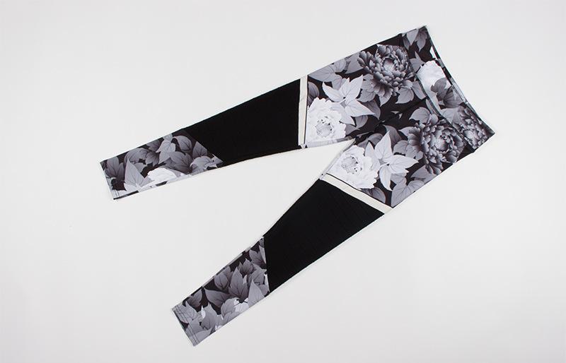 Leggings patchwork, motifs fleuris noir et blanc, à plat