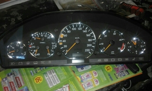 Image 3 - Styling cromo Dashboard Bitola Anel Conjunto para Mercedes Benz W140