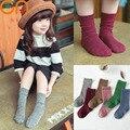 Мальчики Девочки мода хлопок носки детские симпатичные малышей Колено высокие носки детей Твердые Спортивные носки новый год дети одежда дешевые материал