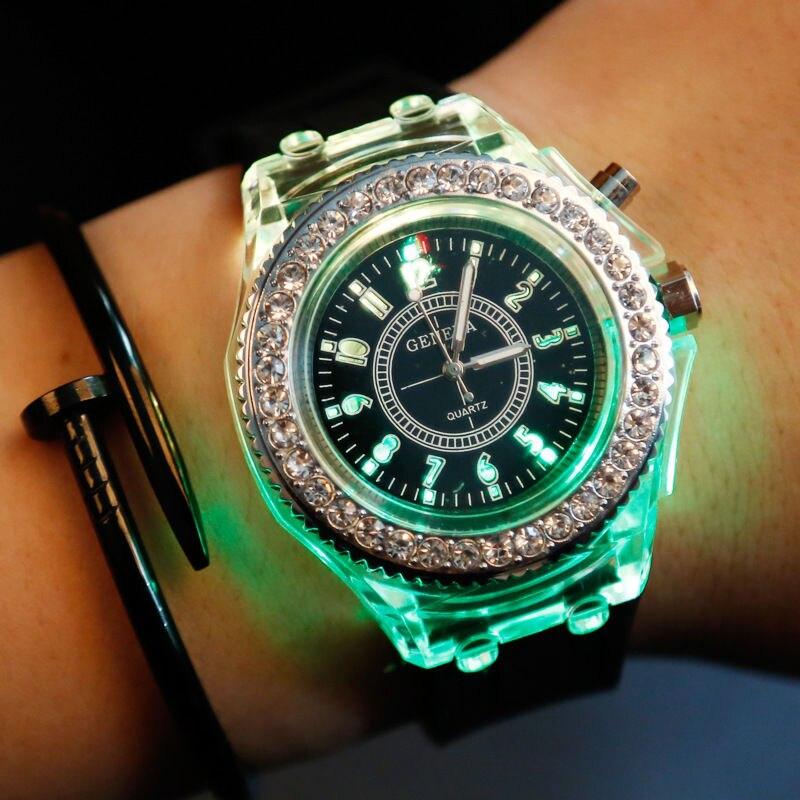 Emejing Horloge Met Led Verlichting Gallery - Huis & Interieur ...