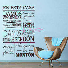 Spanish Quote En esta casa damos Vinyl Wall Sticker Decals Mural Wall Art for Living Room  Home Decor House Decoration DW1050