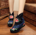 Old BeiJing Women Embroidery Boots Winter Chinese Vintage Retro Floral Embroidered Cloth Shoes  Warm Boots Size 35-41 Black Red