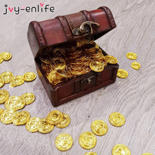 цена 50pcs Pirate Gold Coins Plastic Game Coin Pirate Treasure Game Halloween Play Money Pirate Party Props Kids Children Party Decor онлайн в 2017 году