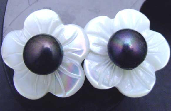 SALE Big 14mm Shell fleuret and 5-6mm Black pearl Earringse with Stering Silver 925 stud-ear206