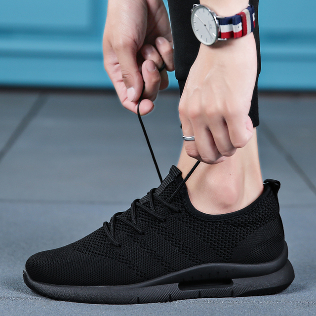 2019 Spring Summer Men Running Shoes Light Weight Classic Lace Up Low-Cut Flyweather Men Sport Shoes Black Walking Sneakers Men 4