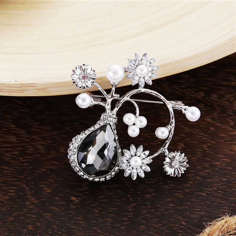 TDQUEEN Crystal Flower Brooches and Pins for Women Silver Plated Metal Big Waterdrop Crystal Pearl Brooch for Wedding Invitation (1)