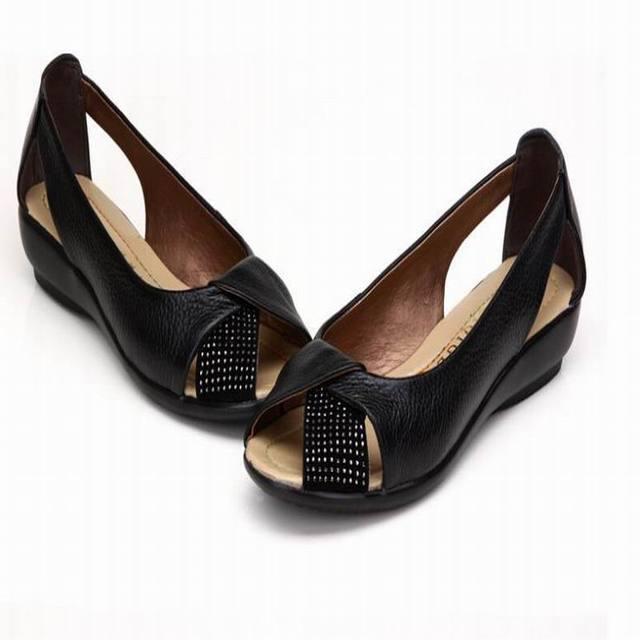 Plus size (35-43) Novos 2017 mulheres genuínas sapatos de couro cunhas sapatos casuais sandálias de verão das mulheres bombas das sandálias das mulheres para as mulheres