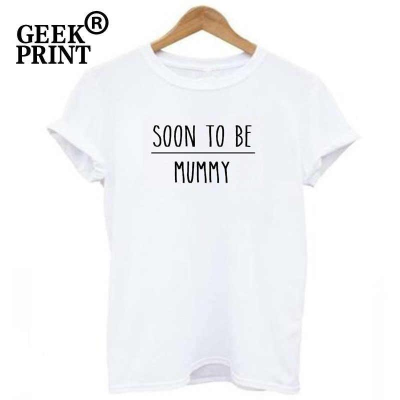 Для женщин топы в ближайшее время, чтобы быть Мумия печати футболки Леди мама беременным объявление беременности забавная футболка подарки
